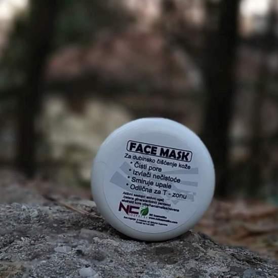 Face maska za dubinsko čišćenje kože sa zelenom glinom i aktivnim ugljem